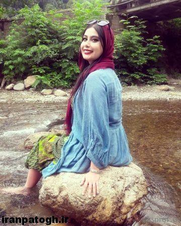 عکس بی حجاب بازیگر و مجری زن خوشگل با ساق پای سفیدش